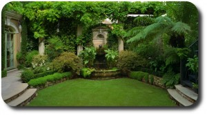 beautiful-backyard-garden-820x455
